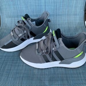 Adidas Youth Kids Sz. 3 Athletic shoes